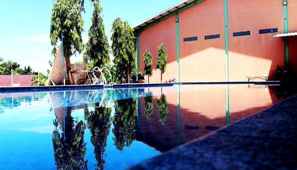 Sinar Sport Hotel Bengkulu - Kolam renang yang bentuknya