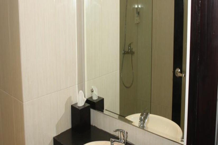 Hardys Rofa Hotel Legian - Kamar mandi