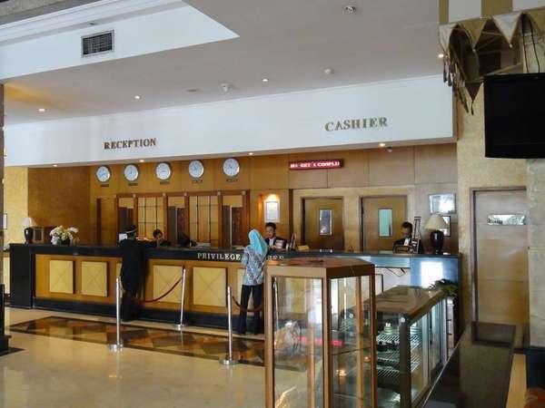 Hotel Mega Anggrek Jakarta - Resepsionis