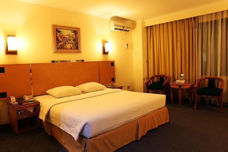 Hotel Mega Anggrek Jakarta - Deluxe Room Only MINIMUM STAY 2 NIGHT