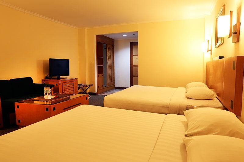 Hotel Mega Anggrek Jakarta - Family with Breakfast MINIMUM STAY 2 NIGHT