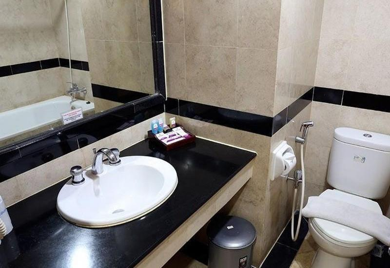 Hotel Mega Anggrek Jakarta - Toilet