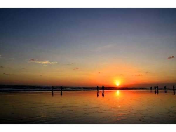 Sarinande Hotel Bali -  Seminyak Beach Sunset