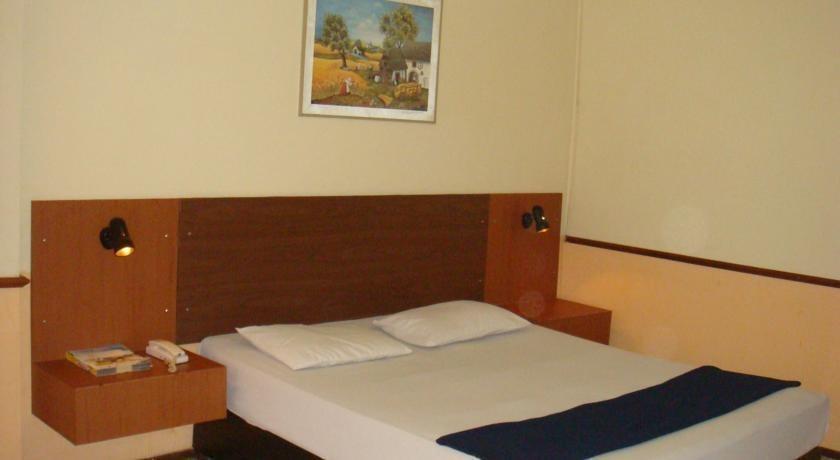 Hotel Augusta Cengkareng - Kamar tamu