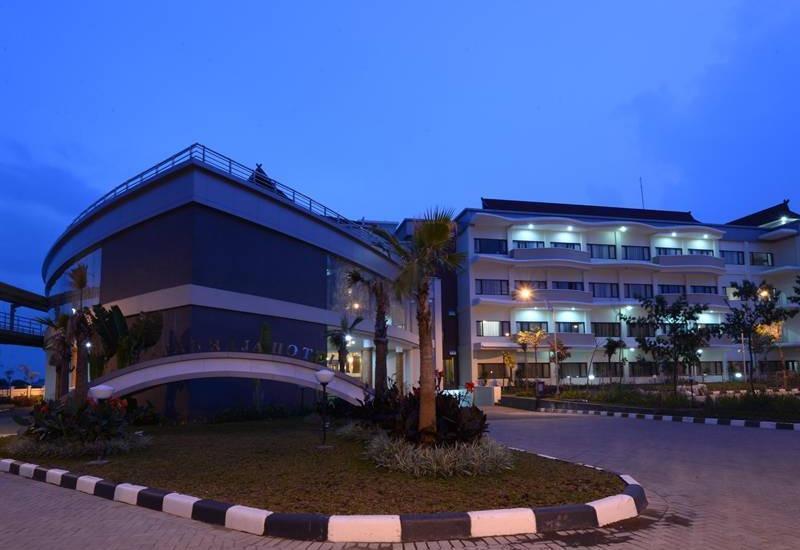 Sutan Raja Hotel Bandung - Tampilan Luar Hotel