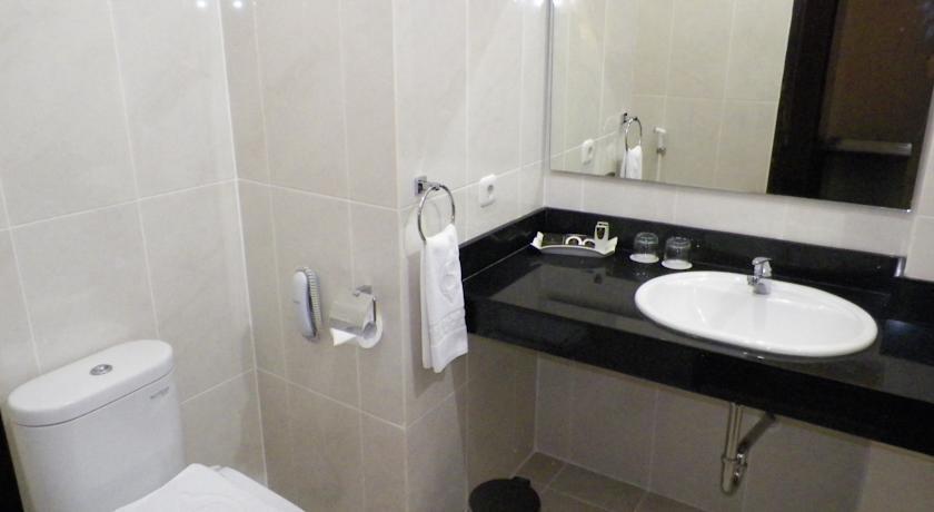 Sutan Raja Hotel Bandung - Kamar mandi