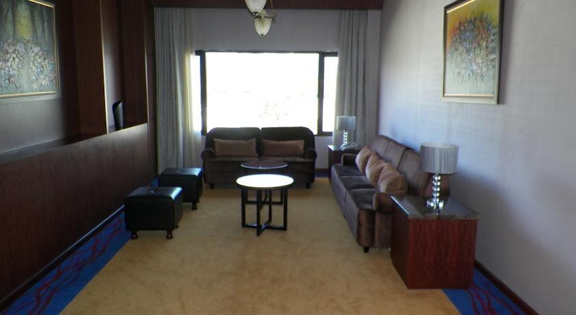 Sutan Raja Hotel Bandung - Ruang tamu