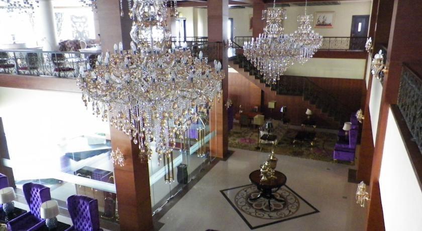 Sutan Raja Hotel Bandung - Interior