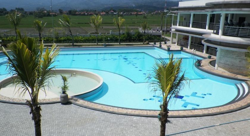 Sutan Raja Hotel Bandung - Kolam Renang