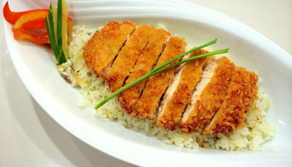 Radial Mas Resto & Kost Palembang - Katsu ayam dengan nasi goreng