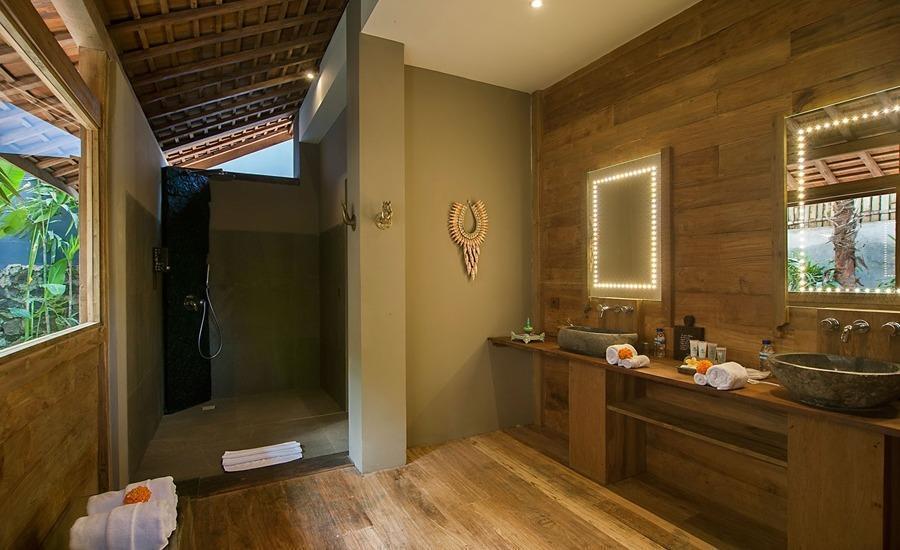Blue Karma Resort Ubud Bali - Deluxe Garden Suite Bathroom