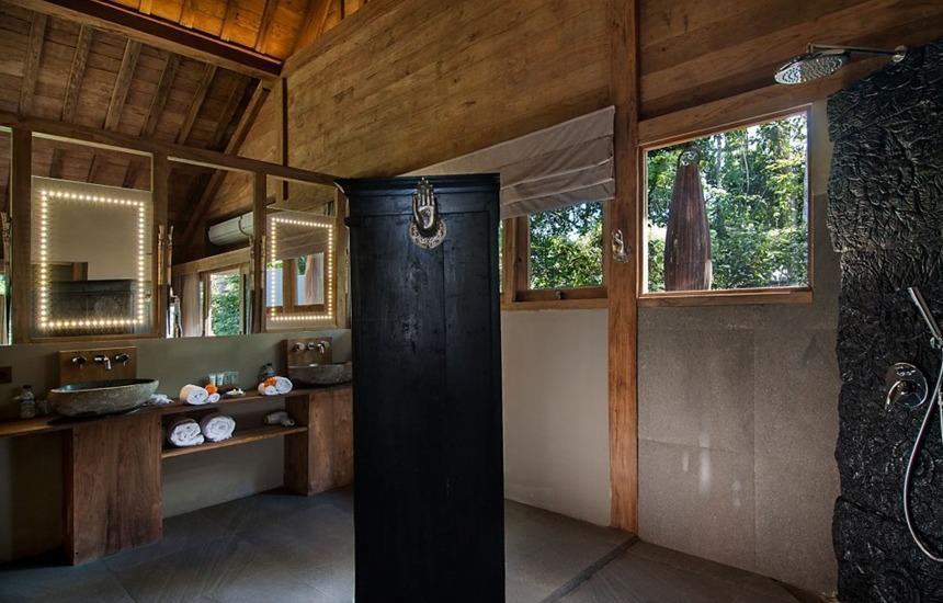 Blue Karma Resort Ubud Bali - Royal Suite Bathroom