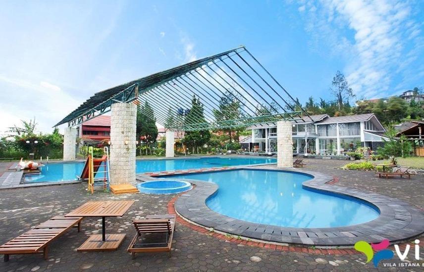 Villa Q - 17 Istana Bunga - Lembang Bandung Bandung - Kolam Renang