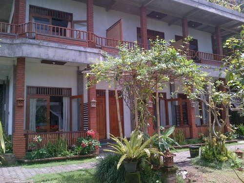 KarangSari Guest House Bali - Luar Hotel