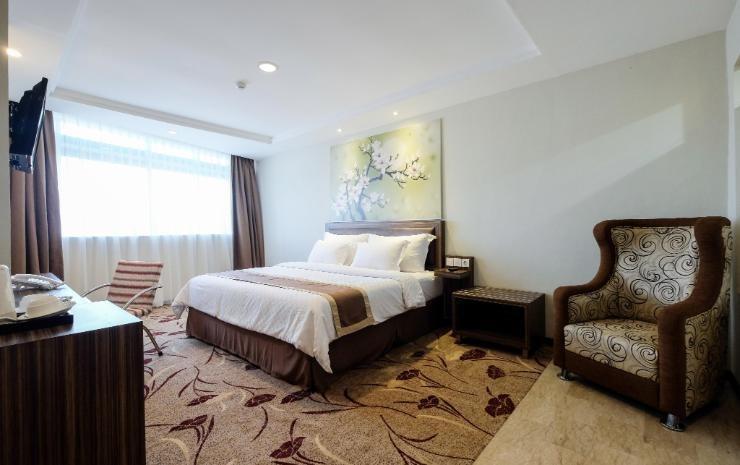 Travellers Hotel Phinisi Makassar - Junior Suite King Regular Plan