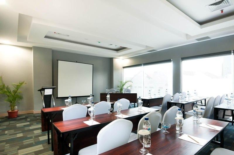 Pesonna Hotel Makassar - ruang meeting