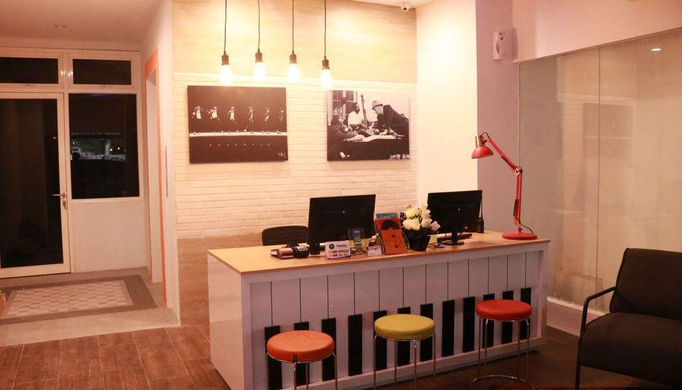 Front One Inn Semarang Semarang - Lobby