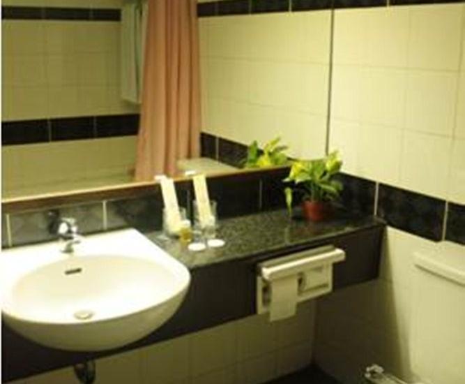 Losari Metro Hotel Makassar - Kamar Mandi Kamar Suite