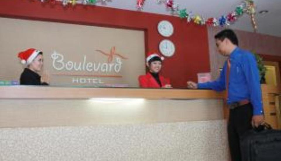 Hotel Boulevard Makassar - Receptionist