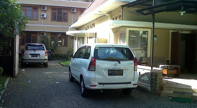 Armyn Luxury Guest House Malang - Around Hotel1