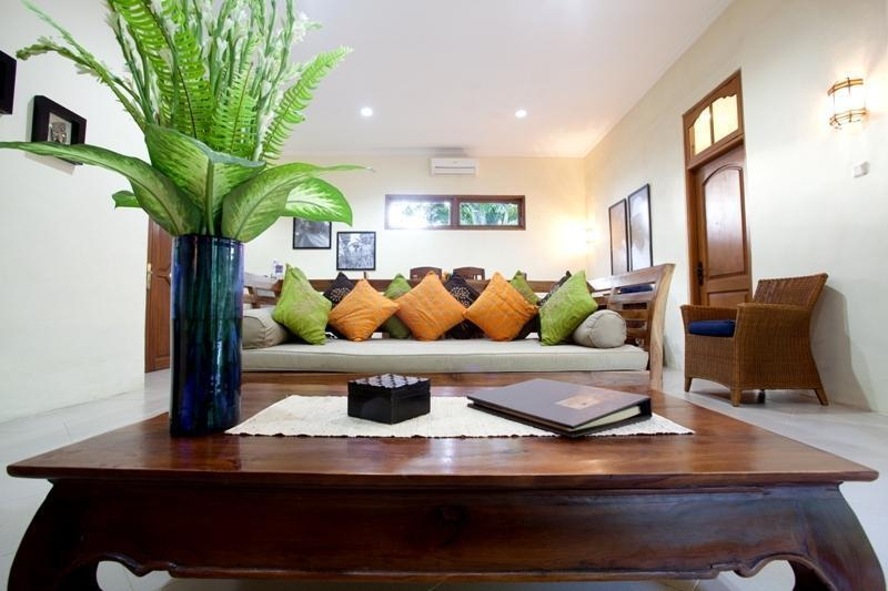 Villa Coco Bali - ruang makan dan ruang keluarga 2 bed villa