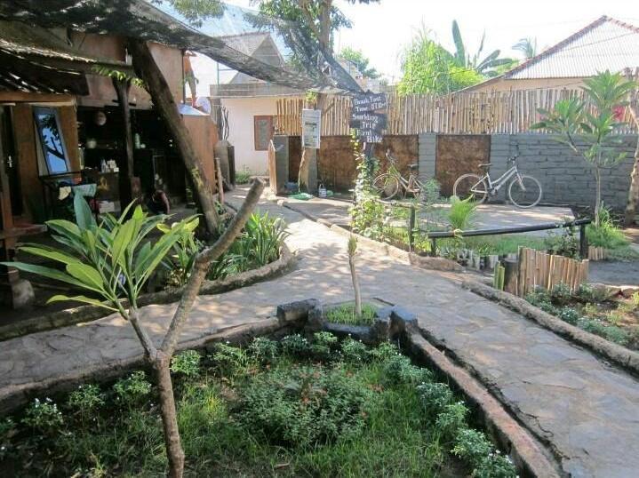 Dua Nina Homestay Lombok - Front