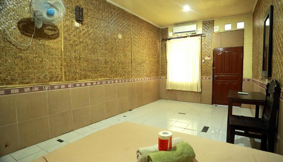 Dua Nina Homestay Lombok - Family Room Ac Untuk 4 Orang Regular Plan