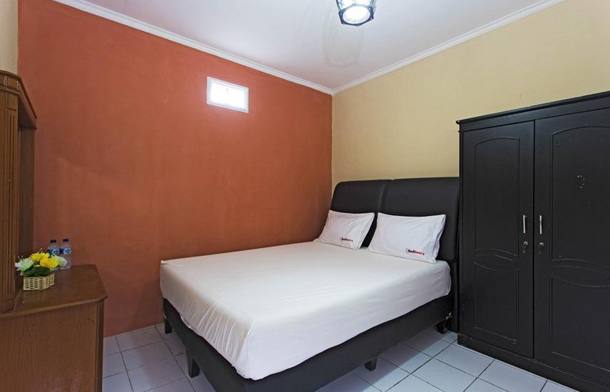 RedDoorz @Pesanggrahan Jakarta - RedDoorz Room Special Promo Gajian