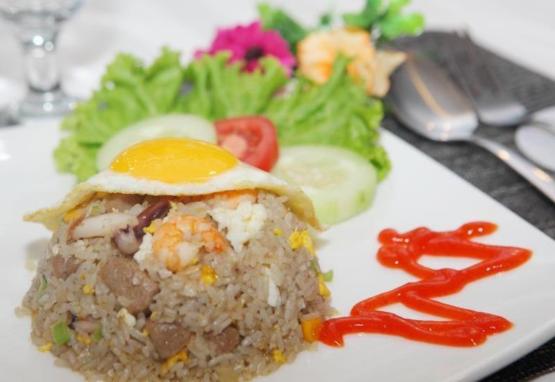 Miko Hotel Makassar - Menu