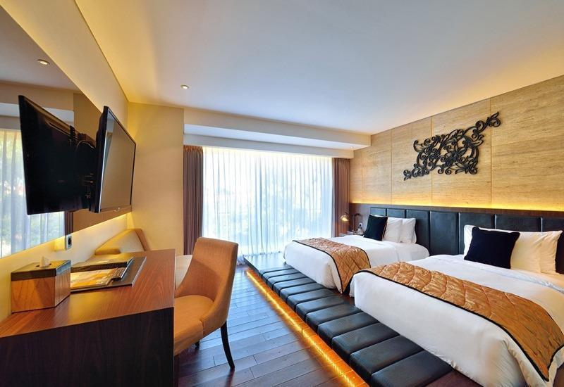 Golden Tulip Devins Hotel Seminyak - Deluxe Room with Bathtub (Room Only) Min Stay 3 Night Discount 26%