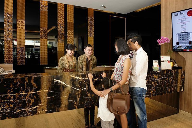 Hotel Grand Zuri Yogyakarta - Resepsionis