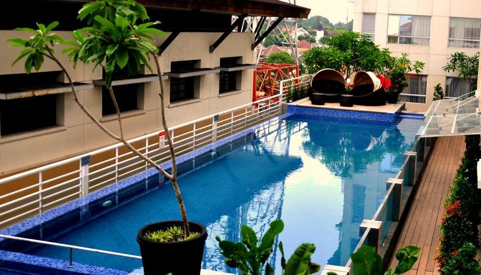 Hotel Grand Zuri Yogyakarta - Kolam Renang