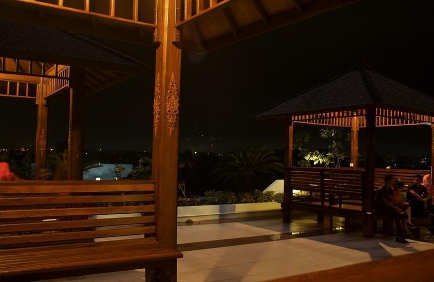 Hotel Safin Pati Pati - pemandangan malam gazebo