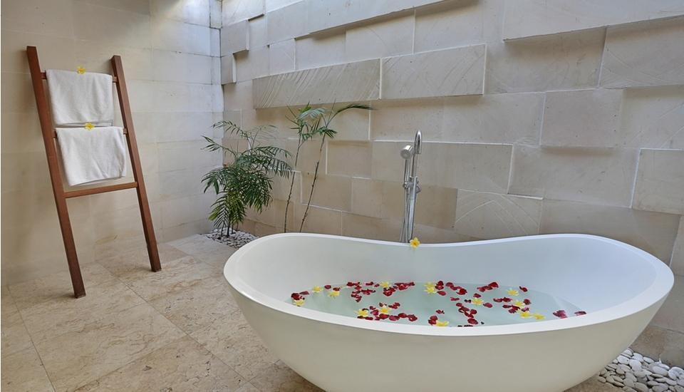 Kunti Villas Seminyak - Bathtub
