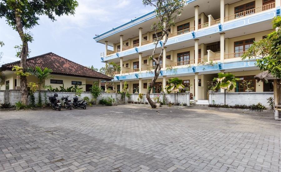 RedDoorz @Legian Street 2 Bali - Eksterior