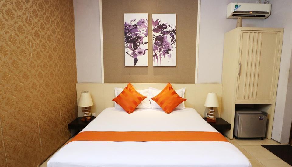 Putri Bali Guest House Surabaya - Deluxe Room