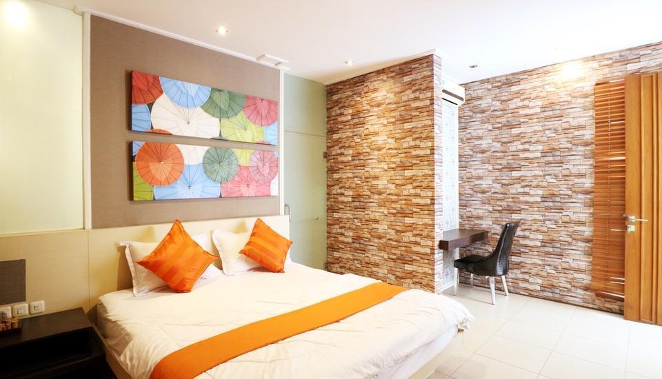 Putri Bali Guest House Surabaya - Suite Room