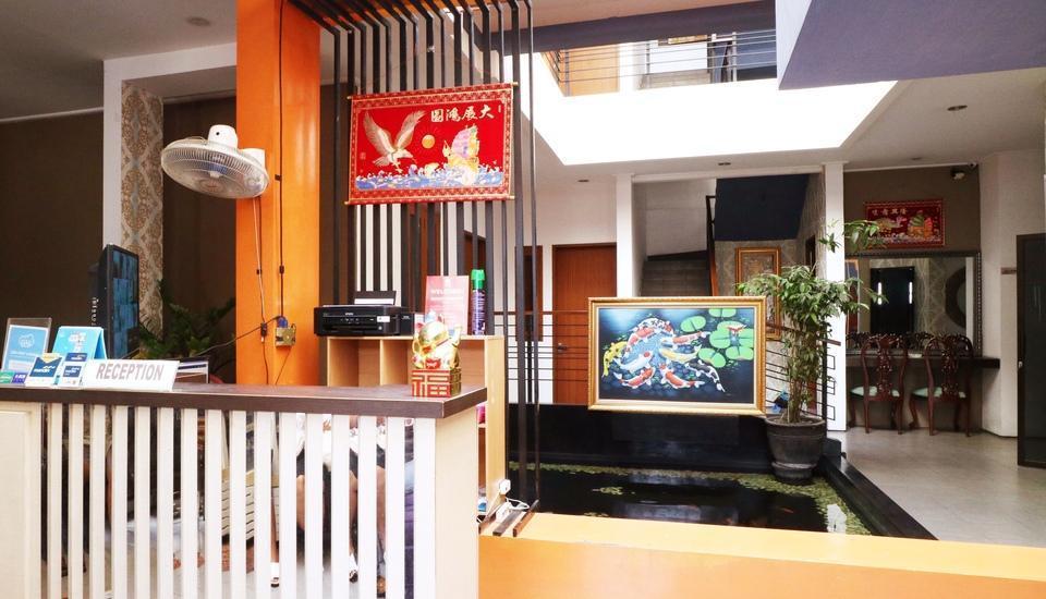 Putri Bali Guest House Surabaya - Receptionist