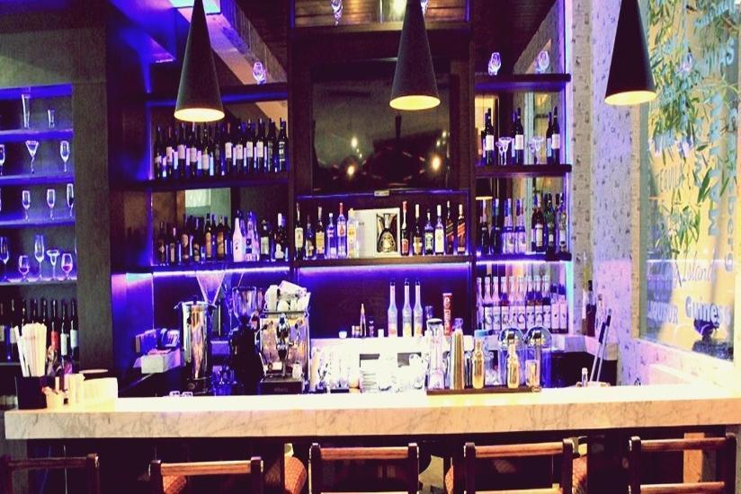 Sotis Hotel Jakarta - Bar