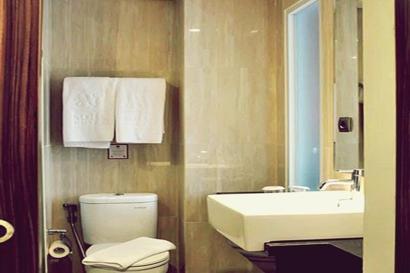 Sotis Hotel Jakarta - Bathroom