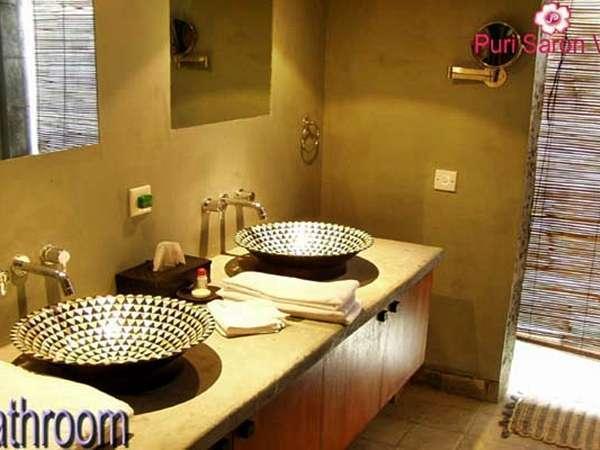 Puri Saron Hotel Gianyar Bali - Kamar mandi