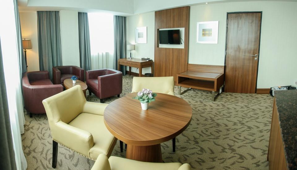 Demelia Hotel Makassar - Demelia Suite With Breakfast Regular Plan