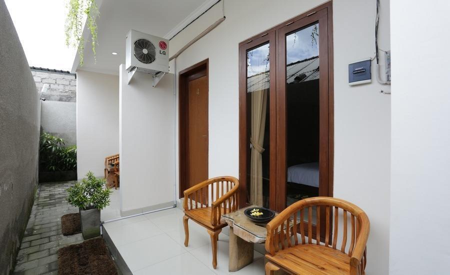 RedDoorz @Mahendradatta Selatan Bali - Teras