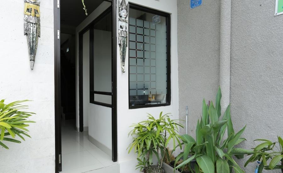 RedDoorz @Mahendradatta Selatan Bali - Pintu Masuk
