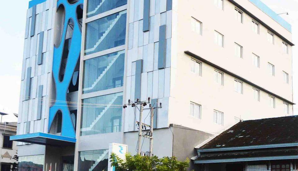 Zenith Hotel Kendari - Tampilan Luar Hotel