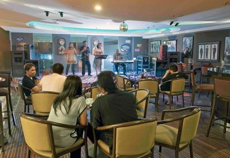 Losari Roxy Hotel Jakarta - Live Music