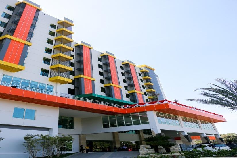 Dalton Hotel Makassar - Tampilan Luar Hotel