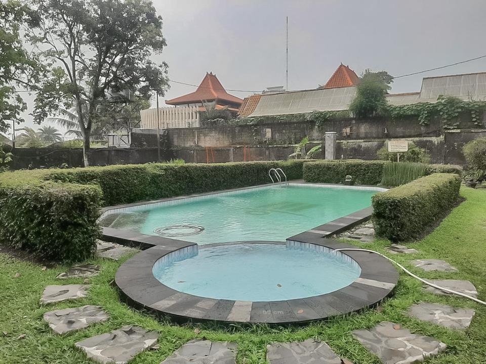 Kolam renang di Wisma Galunggung Cisarua Puncak