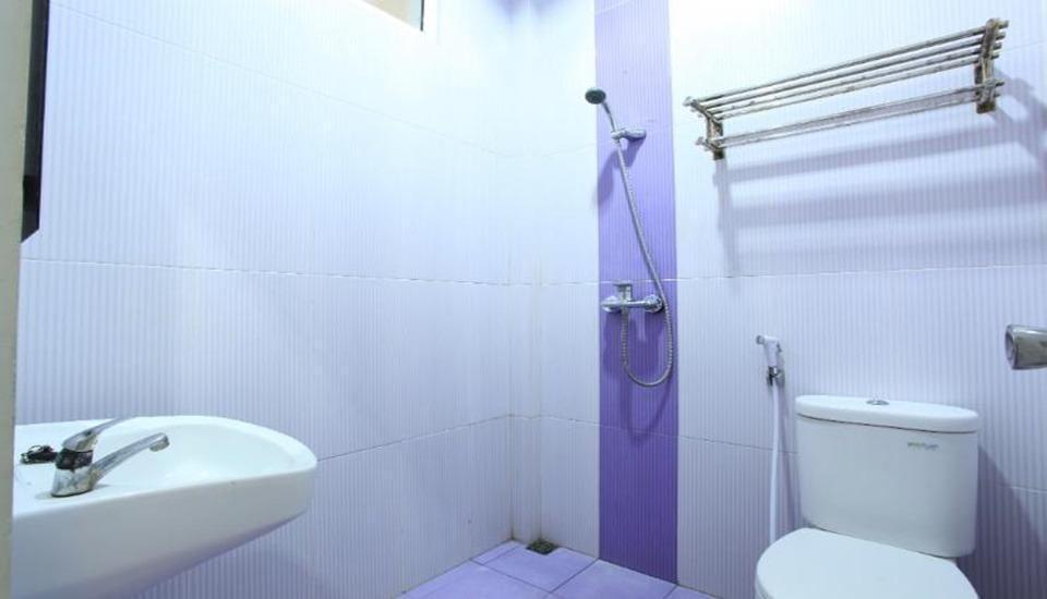 Kos Pondok Mas Cirebon - Bathroom