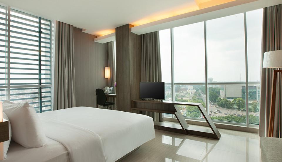 Hotel Santika Radial Palembang - Suite Room King Regular Plan